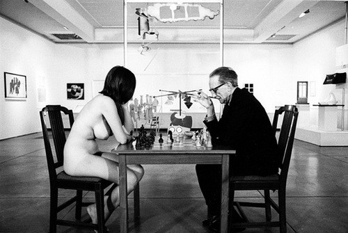 http://dorothysantos.files.wordpress.com/2011/08/marcel-duchamp-eve-babitz-play-chess-500-335.jpg
